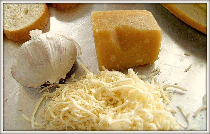 Garlic Bread Cheese - Andrea Dekker