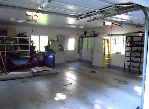 garage right corner
