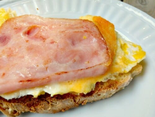 egg sandwich on english muffin bread